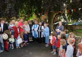 Queen's Jubilee Group Photo Parish - North Curry Commemorative Gate